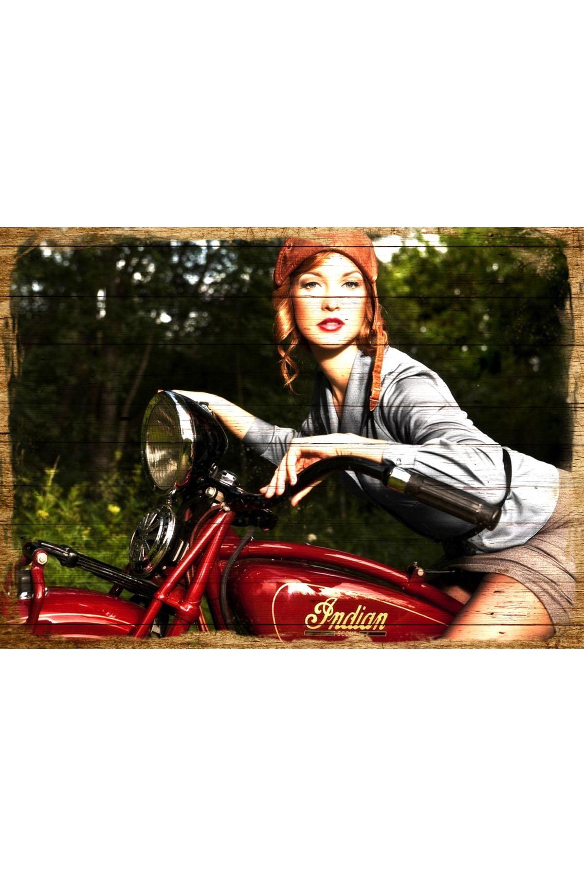 Motorsikletli Güzel Kadın